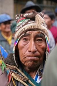 Em manifestação na Praça Murillo, centro do poder em La Paz, bolivianos pediam a saída do administrador de uma pequena região que estava no cargo há mais de 8 anos.